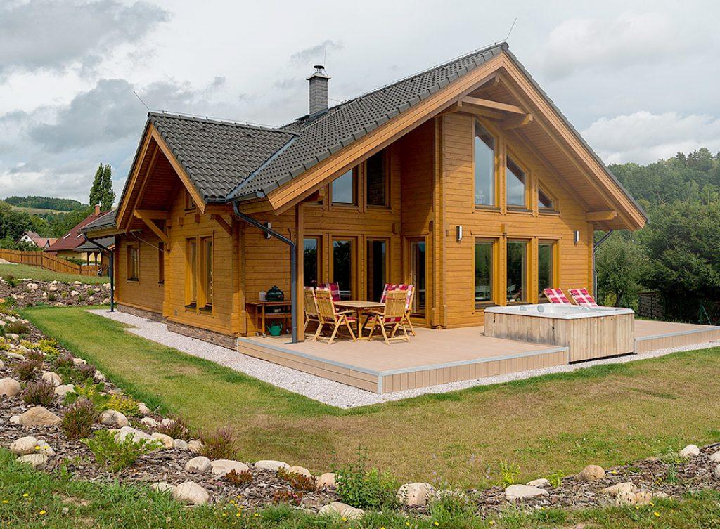 Domy Woodlife jsou stavěny z přírodních materiálů, převážně dřeva.